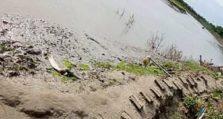 রামপালে নদীখননে নদীগর্ভে বিলীন গ্রামের প্রধান রাস্তা