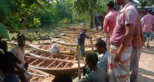 আত্রাইয়ের ঐতিহ্যবাহী সমসপাড়া নৌকার হাট জমে উঠেছে