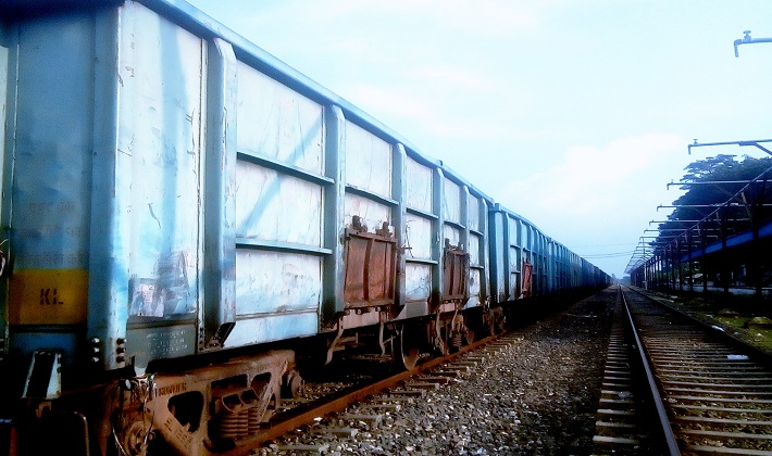 চিলাহাটি-হলদিবাড়ি রেলপথে এলো ৪০টি পাথরের ওয়াগন