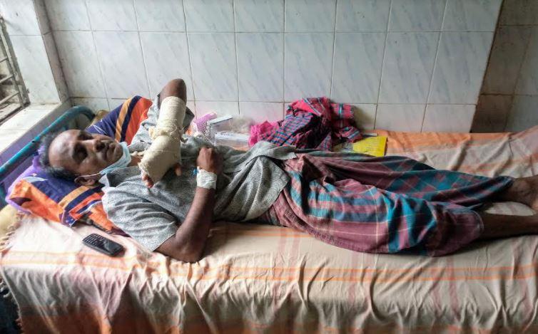 মির্জাগঞ্জে প্রতিপক্ষের হামলায় অবসরপ্রাপ্ত সেনা সদস্য আহত